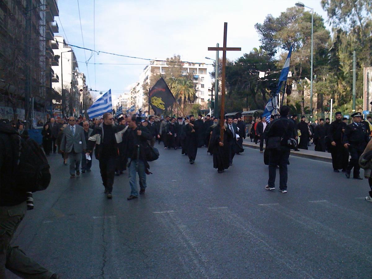 Монахи на митинге