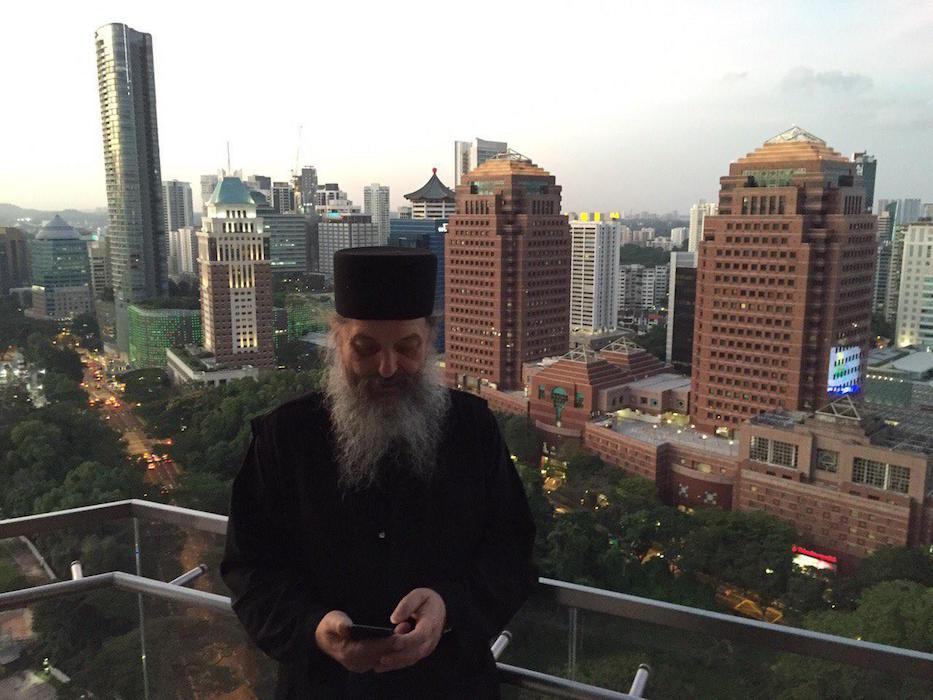 монах Афанасий в Сингапуре